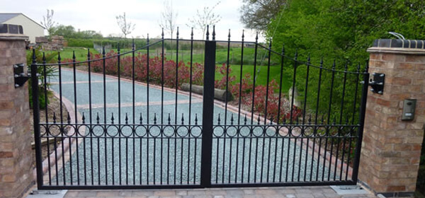 wrought iron gates delivery